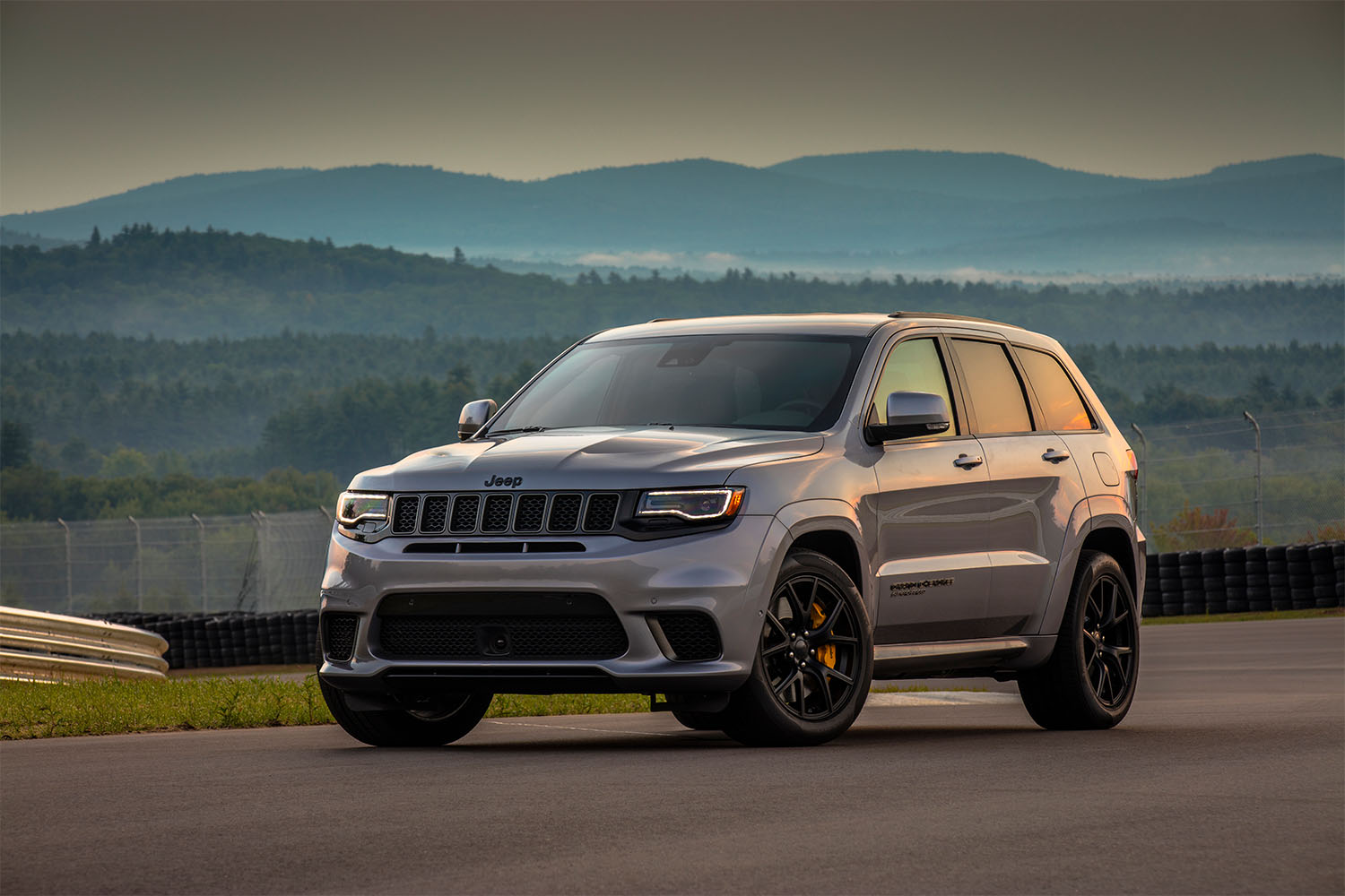 Jeep Grand Cherokees available in Bloomfield Hills, MI at Golling Chrysler Jeep Dodge Ram